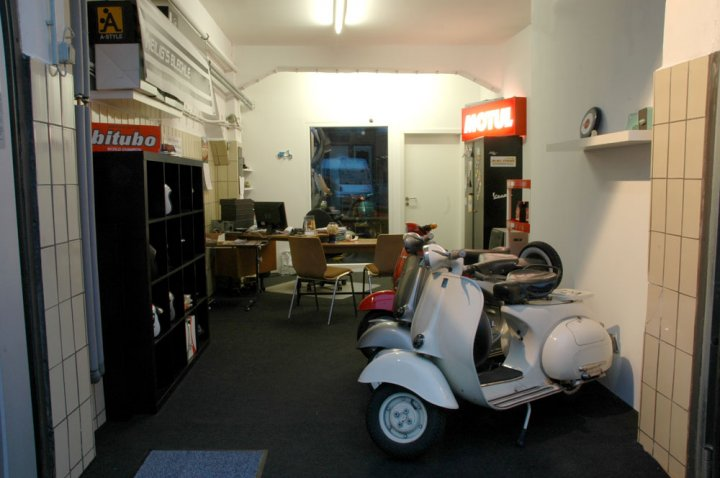 heilig 39 s blechle berlin vespa lambretta roller. Black Bedroom Furniture Sets. Home Design Ideas